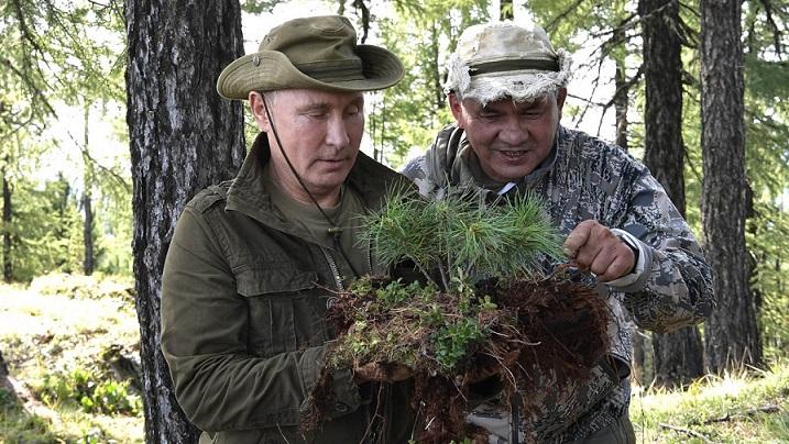 Putin a jeho ministr obrany Šojgu na společné dovolené kdesi v asijském Rusku (2018) (President of Russia (kremlin.ru))
