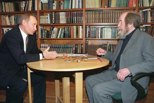 Solženicyn a Putin – přátelské setkání v Moskvě (2000) (flickr.com)
