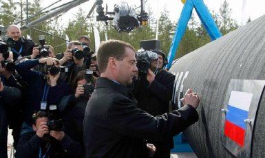 Prezident Dmitrij Medveděv oficiálně zahajuje pokládku potrubí v podvodním úseku dne 9. dubna 2010. (commons.wikimedia.org/CC-BY 4.0)