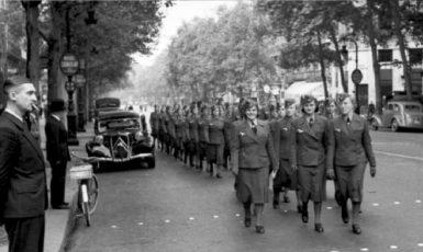 Pomocné ženské síly Wehrmachtu v Paříži v roce 1940. (commons.wikimedia.org/CC BY-SA 3.0 de)