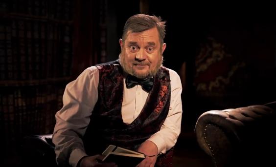 Petr Čtvrtníček v roli Dr. Freunda v předvolebním klipu koalice SPOLU (Koalice SPOLU)