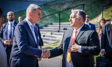 Premiéři Andrej Babiš (ANO) a Viktor Orbán (Úřad vlády)