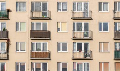 Průměrný pražský byt nyní stojí zhruba 8 600 000 Kč (AdobeStock / bzyxx)
