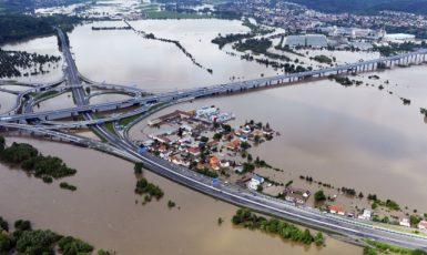 Soutok Vltavy a Berounky v pražských Lahovicích během povodně roku 2013 (ČTK/Šimánek Vít)