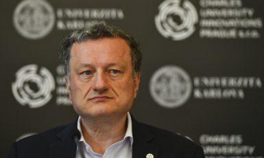 Biochemik a prorektor Univerzity Karlovy pro vědu a výzkum Jan Konvalinka (ČTK/Kamaryt Michal)