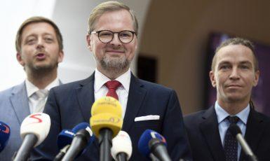 Zleva předseda hnutí STAN Vít Rakušan, předseda ODS Petr Fiala a předseda Pirátů Ivan Bartoš  (ČTK)
