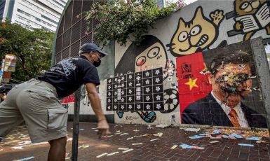 Demonstranti v Hongkongu házeli v den státního svátku na portrét generálního tajemníka komunistické strany Si Ťin-pchinga vajíčka. (commons.wikimedia.org/CC BY 2.0)