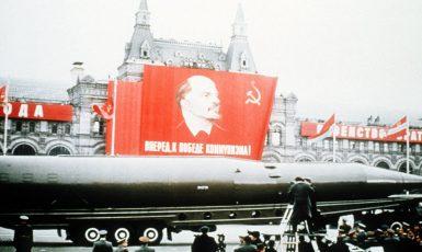 SSSR v dobách své slávy. Vojenská přehlídka na Rudém náměstí v roce 1964. (commons.wikimedia.org/ public domain)