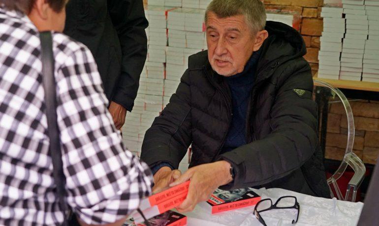 Autogramiáda premiéra Andreje Babiše (ANO) na pražském Chodově (Tom Rimpel / se svolením autora)