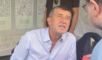 Andrej Babiš na autogramiádě v Poděbradech. (Veronika Kučíková / se svolením autorky)
