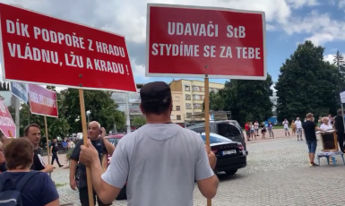 Občané protestující na Babišově zmrzlinové kampani ve Zlíně (Aneta Maléřová/ se svolením autorky)
