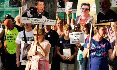 Občané v České Lípě protestují proti Andreji Babišovi. (Petr Sládek / se svolením autora)