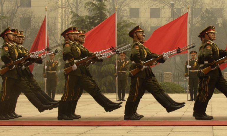Členové čínské čestné stráže na čínském ministerstvu obrany v Pekingu. (commons.wikimedia.org/public domain)