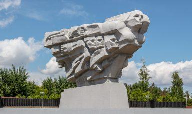 Pomník Matka Vlast ze sovětských dob v Tatarstánu. Tady je obraz bojující ženy podán značně idealisticky. (commons.wikimedia.org/CC BY-SA 3.0)