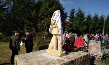 Socha byla místními občany okamžitě přejmenována na Pomník neznámého četníka ze Saint Tropez. (Jiří Cihlář / se svolením autora)