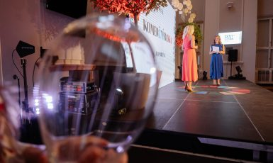 Galavečer Cen SDGs v Černínském paláci moderovala Daniela Drtinová (Asociace společenské odpovědnosti)