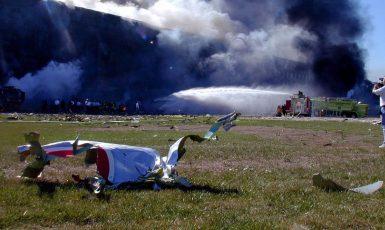 Trosky letu 77 rozptýlené poblíž Pentagonu. (commons.wikimedia.org/Mark D. Faram/Public Domain)
