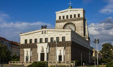 Kostel Nejsvětějšího srdce Páně na pražských Vinohradech (AdobeStock)