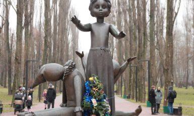 Památník dětí zavražděných německými nacisty v kyjevském Babím Jaru (wikimedia commons (kievvlast))