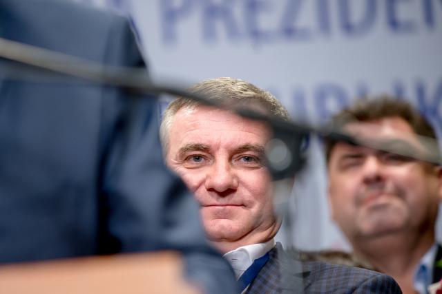 Vedoucí Kanceláře prezidenta republiky Vratislav Mynář a poradce Martin Nejedlý (ČTK)