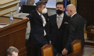Premiér Andrej Babiš, a předseda poslanecké sněmovny Radek Vondráček (oba ANO) (ČTK/Kamaryt Michal)